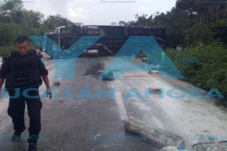 Pinta y 'entalca' la vía Cansahcab – Temax