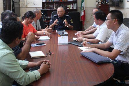 Funcionarios de China visitan la Policía de Mérida