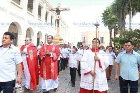 Cinco siglos de tradición religiosa en la procesión del Cristo de las Ampollas