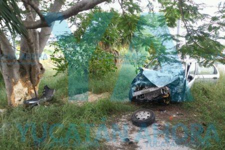 El Periférico 'arrulla' a una madre y su pequeña hija: su auto se sale del camino