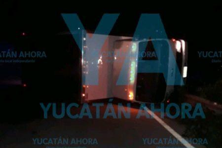 Susto para chofer 'dormilón' en la carretera Mérida-Cancún