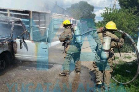 Incendio arruina camioneta y deja sin independencia vehicular a un meridano