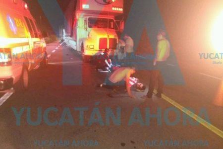 Motociclista propicia carambola de camiones en la carretera Mérida-Cancún