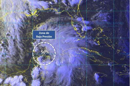 Comienza a alejarse baja presión, pero se quedan los nublados y lluvias en Yucatán