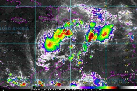 Y al despertar Isaac es solamente una pringa de lluvia: se disipa en el Caribe