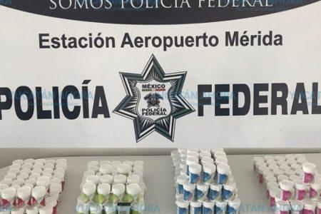 Decomisan 8 kilos de éxtasis ocultos en botes de suplementos, en el aeropuerto de Mérida