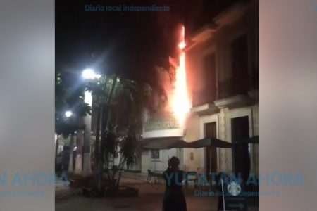 Cortocircuito genera flamazo e incendio en el Teatro Fantasio