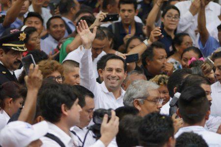 Triunfante, el 'estilo Vila' entra al Palacio de Gobierno