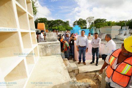 Renán Barrera anuncia construcción de más osarios para cementerios de 22 comisarías