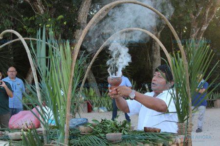 Funcionarios de Cultur y Sefotur participan en ceremonia 'Hetz Luum' en Chichén Itzá