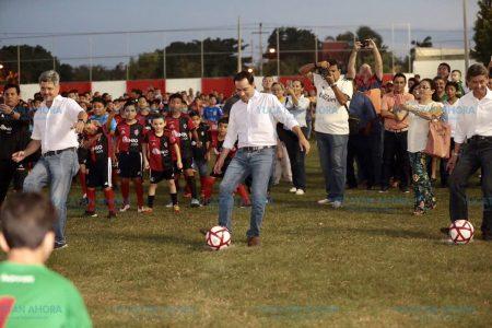 Anuncian escuelas de futbol y béisbol para los 105 municipios del interior de Yucatán