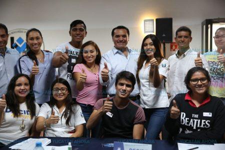 Renán Barrera exhorta a los jóvenes a trabajar para alcanzar metas