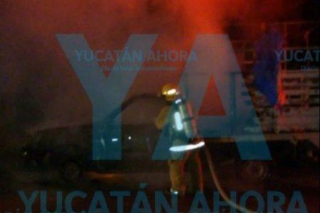 Se le quema su camioneta con 20 mil pesos en el interior