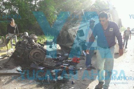 Experimentado hombre-camión de Coahuila vuelca en las planas y rectas carreteras de Yucatán