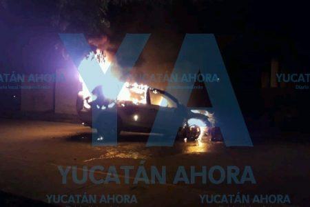 De la nada, se quema camioneta estacionada en calles del sur de Mérida