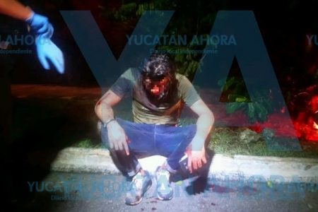 Insensata juventud: motociclista ebrio se sube a una acera en Las Américas