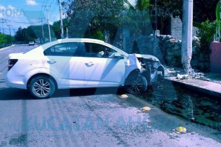 Se cura la cruda chocando contra un poste en San Luis Sur Dzununcán