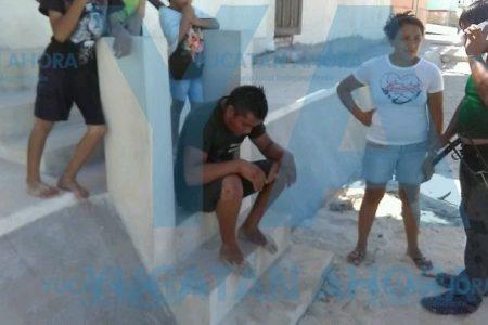 El viento tira a una niña al mar; su padre pescaba en el muelle de Chuburná Puerto