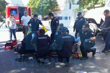 Vehículo oficial atropelló a jovencita que cruzó sin fijarse la avenida Itzaes