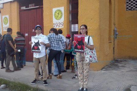Protestan contra las corridas de toros en Mérida
