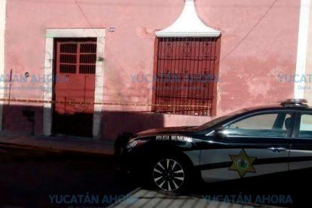 Fue a cuidar autos y sintió olor a muerte en un predio del centro de Mérida