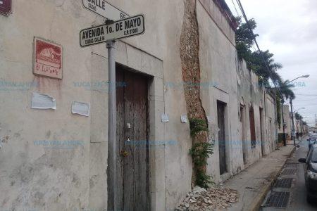 Dos predios se derrumbaron en el centro de Mérida a causa del 'norte'
