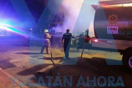 De la nada se quema camioneta en la colonia Mérida