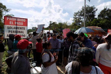 Diputados visitan granja de Homún para constatar si contamina el agua