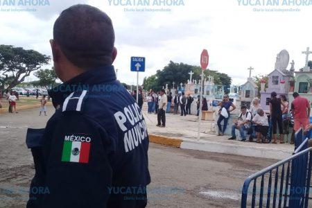 Pacífica y ordenada visita a los cementerios de Mérida