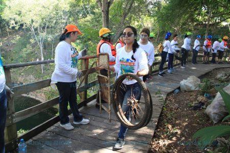 Ambientalistas sanean otro cenote en Yucatán