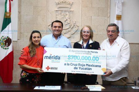 Entrega Renán Barrera donativo a la Cruz Roja para adquirir una ambulancia