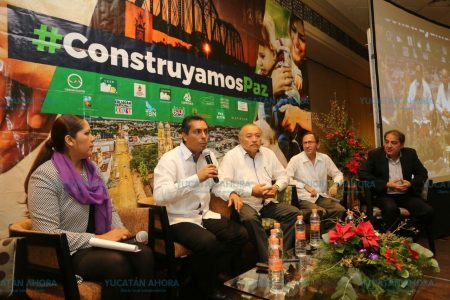 Otros quieren edificar un muro, en Mérida trabajan en construir la paz
