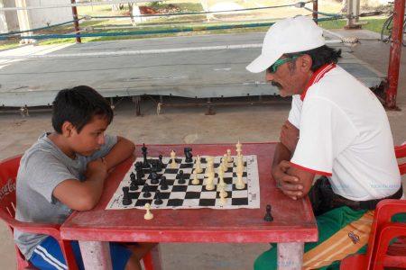 Javier Ávila, un niño ajedrecista a quien también le gusta el boxeo