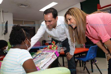 Mauricio Vila visita a pequeños pacientes de oncología del O'Horán