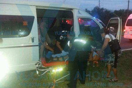 Chocan taxi y ambulancia: nueve lesionados