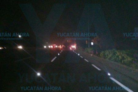 Se le quema su auto en la carretera Mérida-Progreso