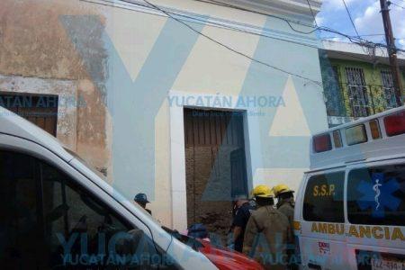 Se desploma un techo y sepulta a dos albañiles