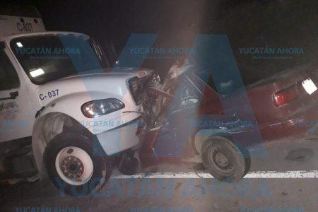 Tragedia en la carretera Mérida-Cancún: muere prensada una familia