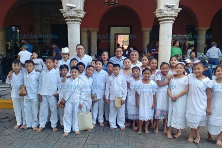 Inédita actuación de coro infantil en lengua maya