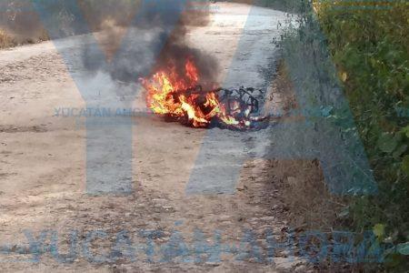 Menor de 15 años pierde su moto al incendiarse