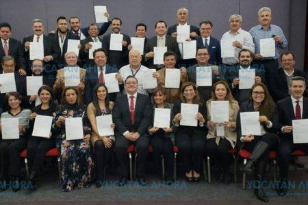 Huacho Díaz recibe nombramiento como 'súperdelegado' en Yucatán