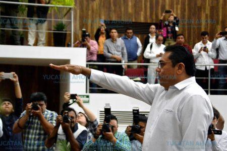 Miguel Sabido Santana rinde protesta como presidente de la Codhey