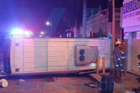 Ebrio choca contra un taxi y deja 20 lesionados
