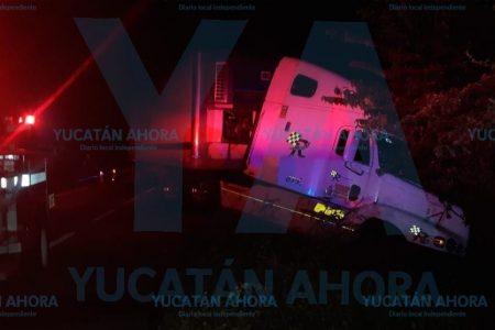 Tractocamión mata a una joven motociclista