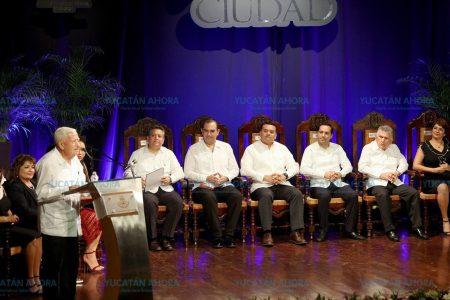 Acude Mauricio Vila a sesión solemne del Cabildo por el 477 aniversario de la fundación de Mérida