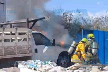 Se quema camioneta en una bodega de Cielo Alto