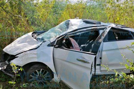 Dos mujeres lesionadas al perder el control de su auto