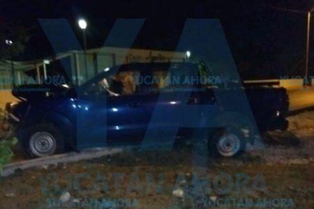 Ebrio causa destrozos con su camioneta en Ciudad Caucel