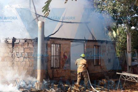 Fuego arrasa con una vivienda
