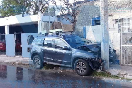 Joven conductor causa mini desastre con su camioneta
